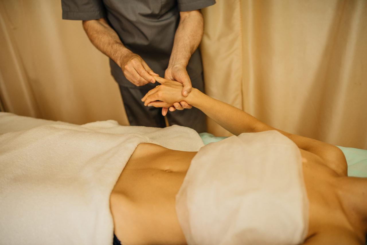 Общий массаж тела в салоне Колибри